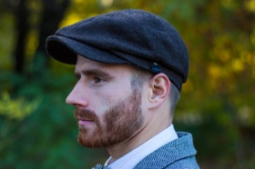 Tweed cap: a successful complement to image