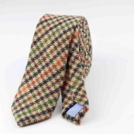 What can be worn with a tweed tie?